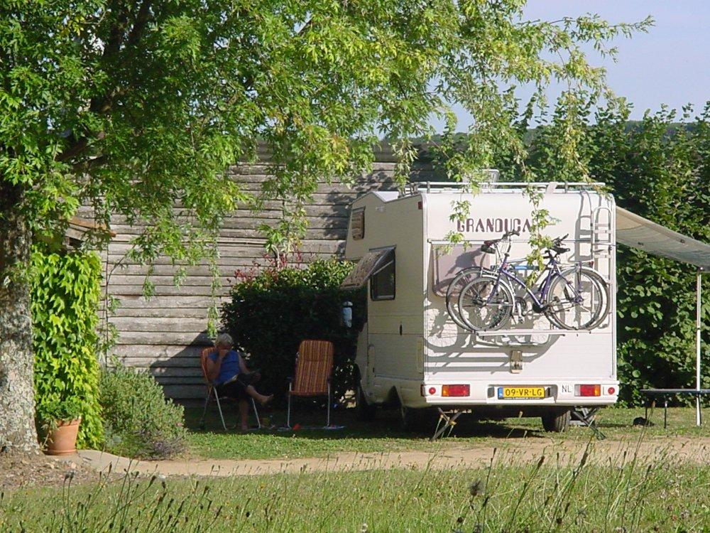 Aire camping-car à Firbeix (24450) - Photo 1